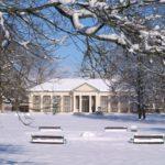 Památník K. V. Raise se nachází v zámeckém parku hned naproti zámku