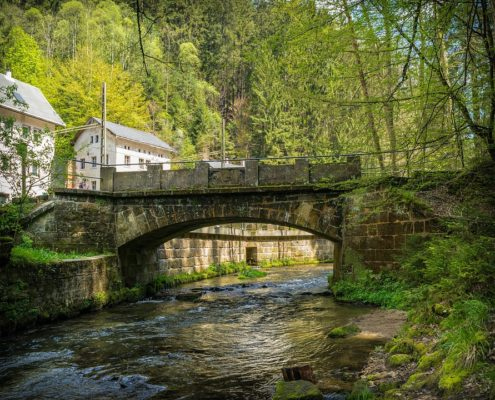 V německém údolí Kirnitzschtal, kterou protéká říčka Křinice.