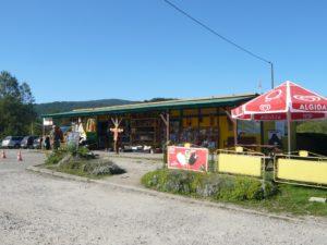 prodejna potravin a smíšeného zboží na návsi v Ustrzyki Górne