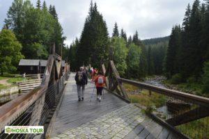 Cesta přes Hradlový most