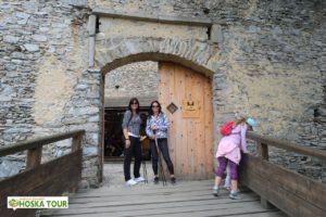 Před hradem Kašperk