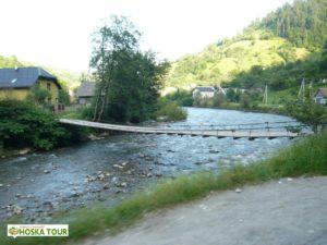 Jeden ze zavěšených mostů přes Tisu