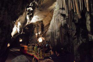 Vláček v Postojenské jeskyni