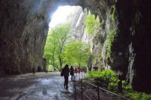 Východ z jeskyní