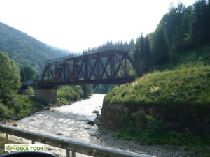 Železniční most při cestě do Jasini