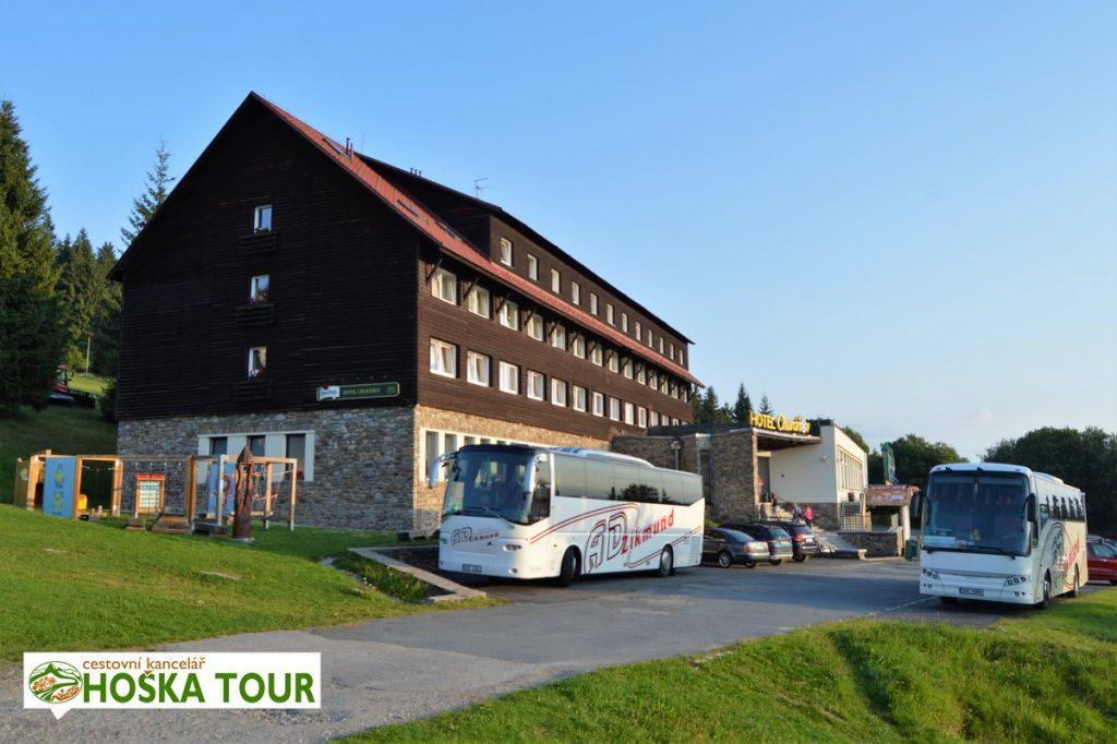 Autobusy u hotelu