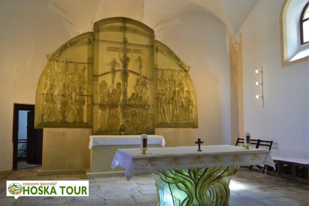 Kostel svatého Vintíře - skleněný oltář