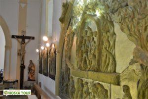 Skleněné plastiky v kostele sv. Vintíře