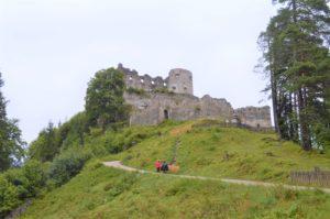 Turistika v okolí Zugspitze - zřícenina hradu Ehrenberg