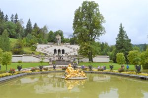 Turistika v okolí Zugspitze - zahrady zámku Linderhof