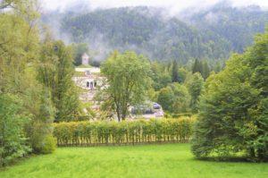 Turistika v okolí Zugspitze - terasovitá zahrada v Linderhof