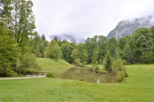 Turistika v okolí Zugspitze - zahrada zámku Linderhof