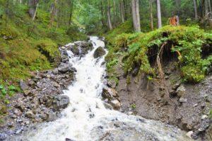 Turistika v okolí Zugspitze - přítok jezera Eibsee