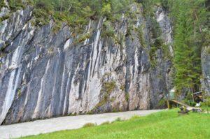 Turistika v okolí Zugspitze - ústí soutěsky Leutascher Geisterklamm