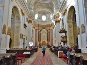 Interiér baziliky v Šaštín-Stráže