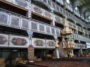 Interiér kostela Míru