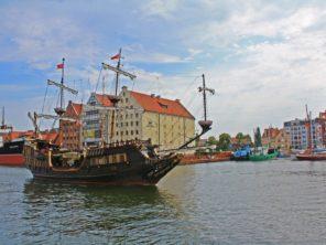 Loď v gdaňském přístavu