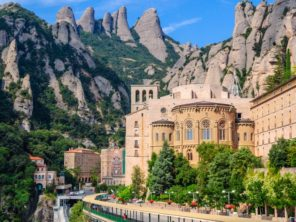 Montserrat - benediktinský klášter ve skále
