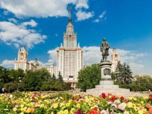 Moskva - Státní univerzita a Lomonosův pomník