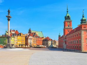 Náměstí před Královským hradem ve Varšavě