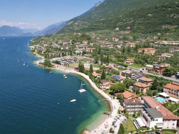 Pobřeží jezera Lago di Garda