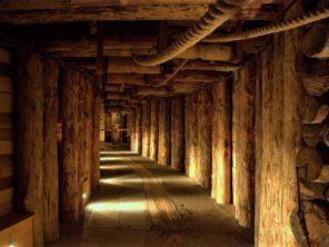 Podzemní důl