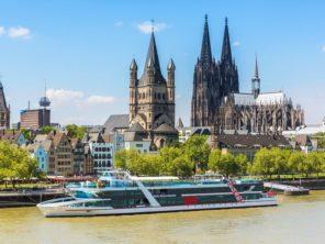 Rýn a katedrála v Kolíně nad Rýnem