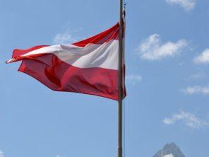 Rakouská vlajka a Großglockner