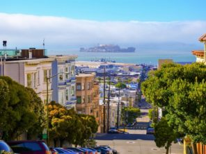 San Francisco - ulice směrem na Alcatraz