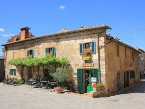Ve městečku Monteriggioni