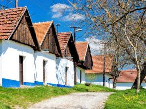 Vinné sklepy ve Vlčnově (Vlčnovské búdy)