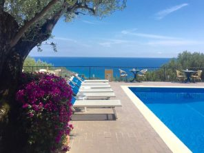Bazén v apartmánovém resortu La Fenosa