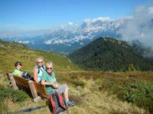 Na lavičce s výhledem na Dachstein