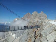 Vzdušná lávka nad úbočím Dachsteinu