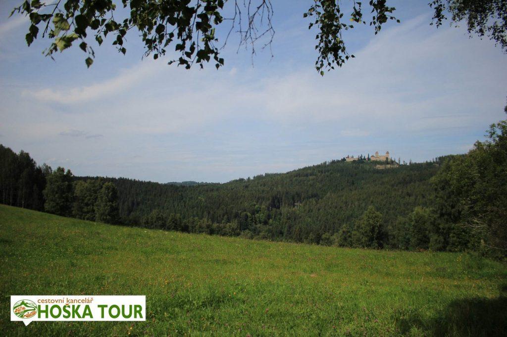 Hrad Kašperk - pohled z údolí