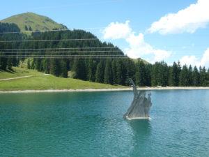 jezero Filzalmsee (1300 m) s obrem