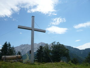 kříž na vrcholu Brentenjoch (1273 m)