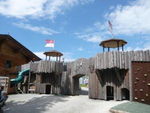 dřevěný hrad na vrcholu Brandstadl