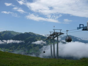 lanovka do mezistanice na Kitzbüheler Hornu