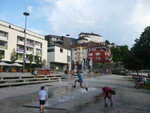 zábavná jednoduchá fontána v Kufsteinu