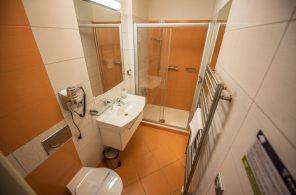 Priessnitzovy léčebné lázně - koupelny na pokojích